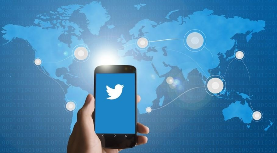 Twitter Rolls Out New Chatbot Feature for Businesses
