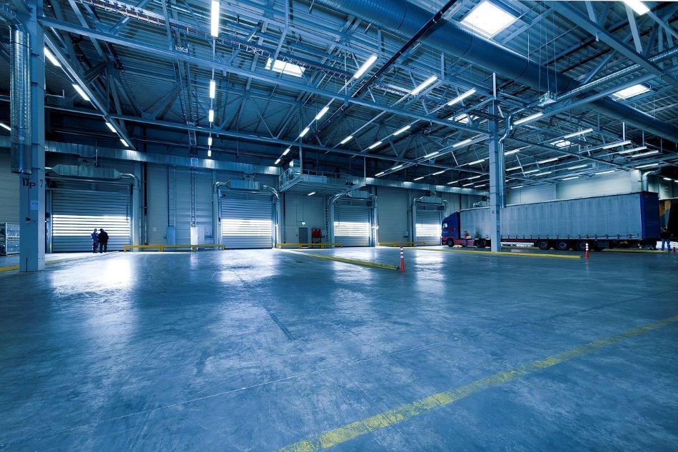 Warehouse - Image by EFAFLEX_Schnelllauftore