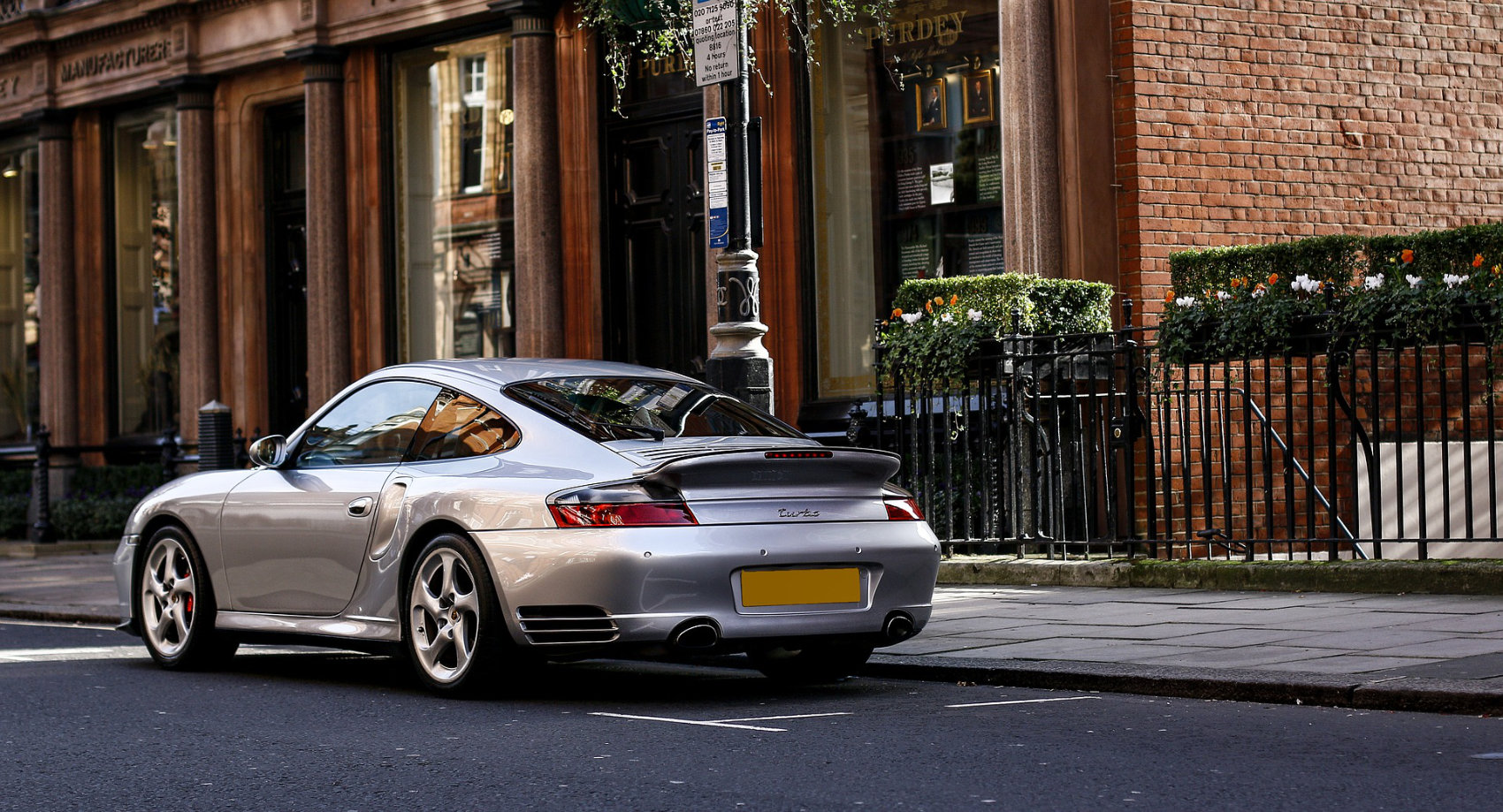 Porsche 911 Turbo 996 - Image by Toby Parsons