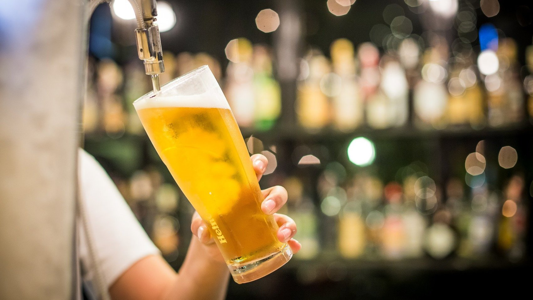 Pouring Beer - Image by amiera06