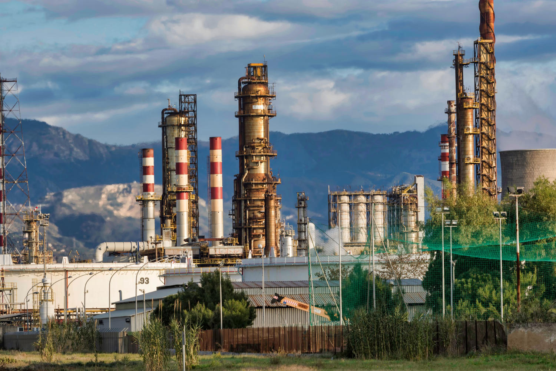 Oil Refinery - Image by Nicola Giordano
